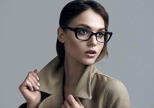 Les lunettes : accessoires indispensables à la mode mais aussi pour une question de santé des yeux.