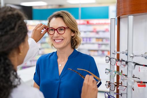 Les lunettes : un accessoire  de mode et un objet indispensable